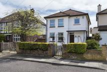 3 bedroom property in Perry How, Worcester Park