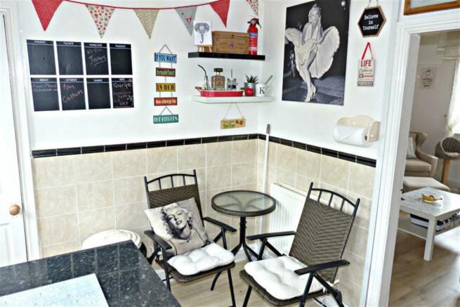 Additional kitchen photo
