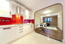 2 bedroom Apartment in Philpot Street, London...
