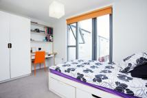 Flat to rent in Mile End Road, London, E1