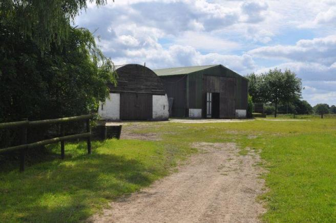 Equestrian Facility To Rent In Wisborough Green, West Sussex, RH14