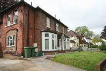 Flat to rent in Valley Road, Kenley