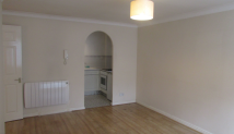 Ground Flat to rent in Durham Avenue, Bromley...