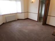 2 bed semi detached property to rent in Elizabeth Way, Orpington...