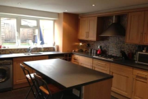Town House to rent in Dernier Road, Tonbridge...