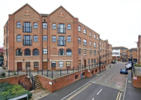 Flat to rent in Whitefriars Wharf...