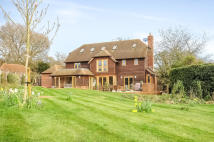 5 bed Detached home in Crondall Road...