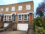 4 bed Town House in Shaftesbury Way...