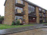 1 bed Ground Flat in Kenilworth Drive...