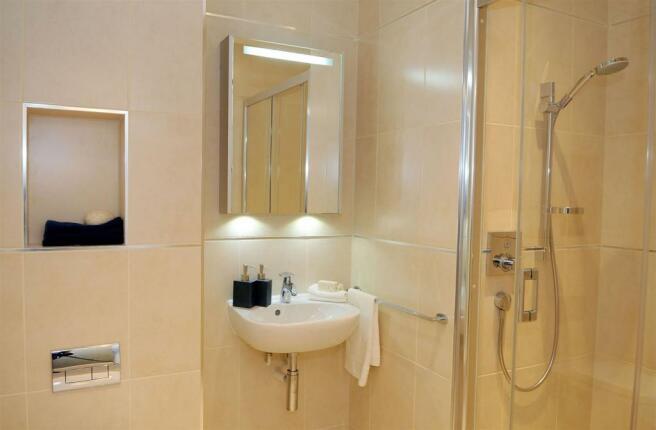 8. Bathroom c.JPG