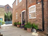 Maisonette to rent in Close To Town Centre