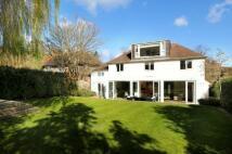 5 bedroom Detached house in Queensmere Road...