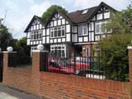 2 bed Flat in Mostyn Road, Merton Park...