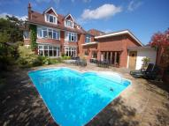 5 bedroom Detached house in Queens Park South Drive...