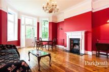 2 bedroom Flat in Greencroft Gardens...