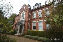 Flat to rent in Mapesbury Road...