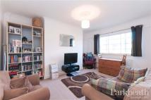 Flat to rent in West End Lane...