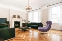 3 bedroom Flat to rent in Goldhurst Terrace...