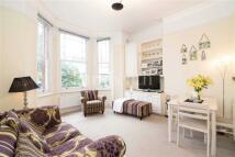2 bedroom house in Fairhazel Gardens...