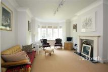 2 bedroom Flat in Tudor Close...