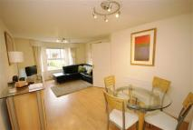 Flat to rent in Royal Court Drive...