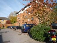 2 bedroom Flat in Winchester Court...