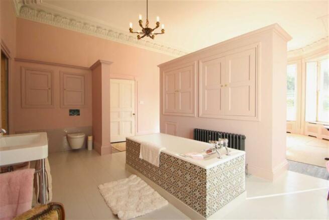 OPEN PLAN EN-SUITE BATHROOM