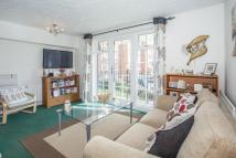 2 bed Flat to rent in Shaftesbury Gardens...