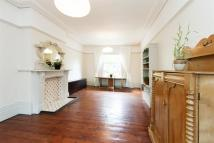 Apartment to rent in Richmond Road, Hackney...