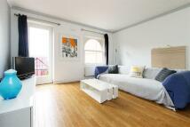2 bedroom Maisonette in Victoria Park Road...