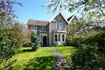 5 bed semi detached home in Woodhill Road...