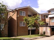 2 bedroom Flat in Cedar Court, Epping, CM16