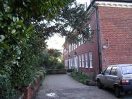 2 bedroom Flat in Spriggs Court...