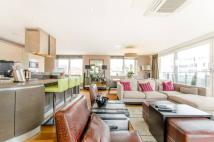 3 bedroom Penthouse to rent in Charterhouse...