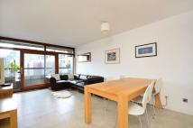 2 bedroom Flat in Thomas More House...