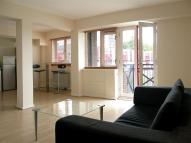 Flat to rent in Maynards Quay...