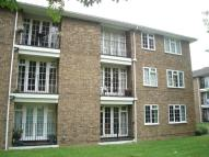 3 bed Flat to rent in Lark Avenue, Staines...