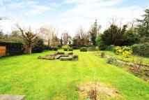 4 bed Detached property to rent in Lower Green Road, Esher
