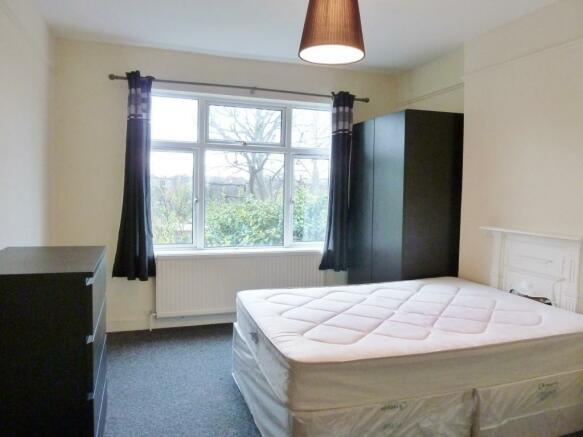 Room 3 £150pw