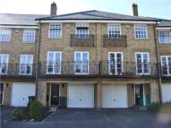 4 bed house in De Havilland Drive...