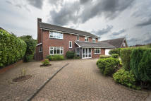 5 bedroom Detached property to rent in 67 Roman Lane...