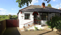 Semi-Detached Bungalow to rent in Castlecroft Road...