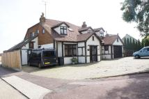 6 bedroom Detached house in BELLHOUSE ROAD...