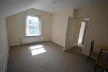 Crescent Road Flat to rent