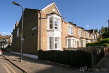 2 bedroom End of Terrace house in Braemar Road, London