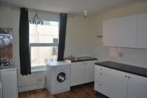 3 bed Apartment to rent in Turnpike Lane, London