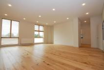 Apartment to rent in Middle Lane, London