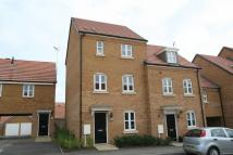 Town House to rent in Banks Crescent, Stamford...