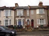 Flat in Fulbourne Road, LONDON