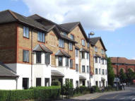Flat for sale in Hanworth Road, Hounslow...